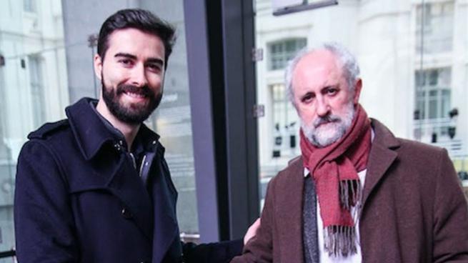 Carles Lloret, líder de Uber España, y Luís Cueto, coordinador general de la Alcaldía en el Ayuntamiento de Madrid (Foto: Uber)