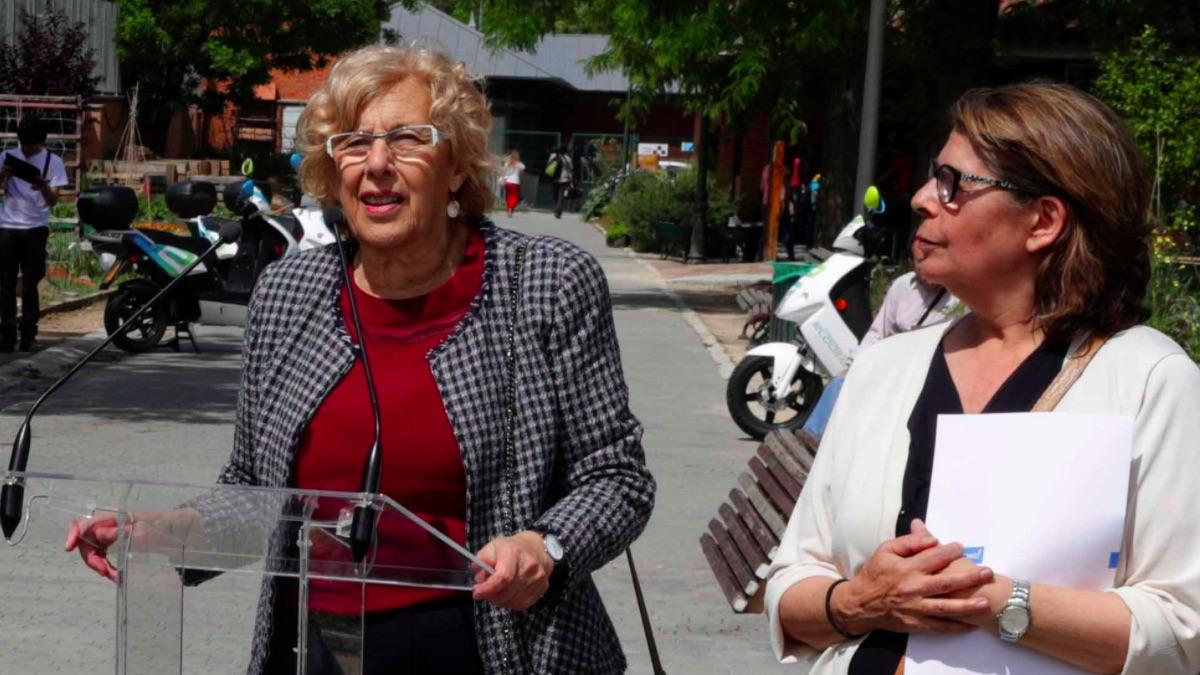 Manuela Carmena con la edil de Medio Ambiente y Movilidad, Inés Sabanés. (Foto: Madrid)