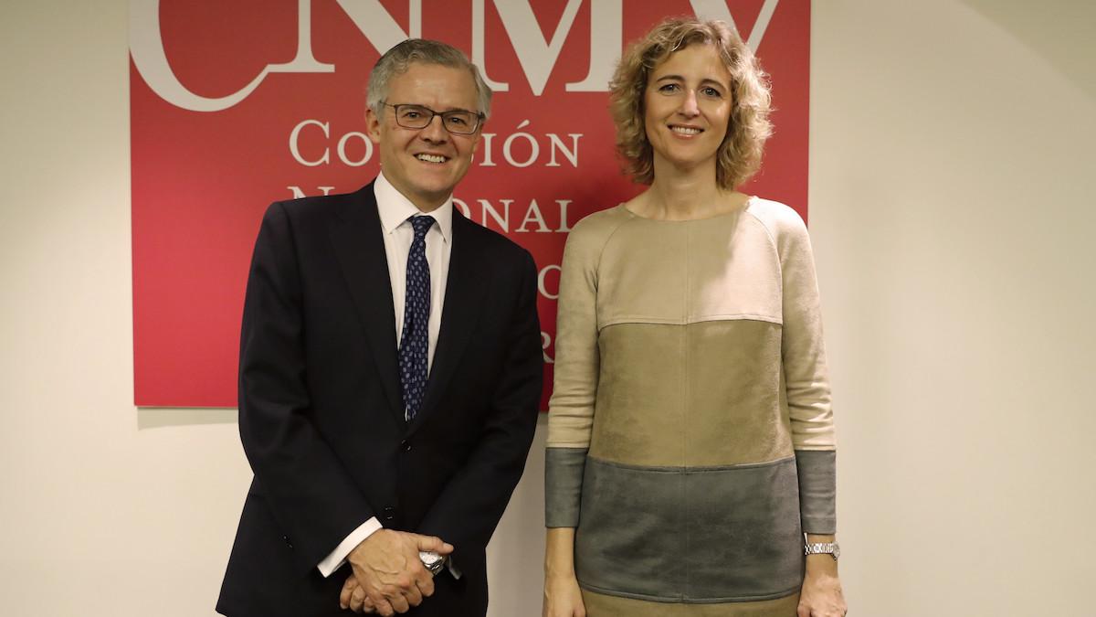 El presidente de la CNMV, Sebastián Albella, y la vicepresidenta, Ana MarÌa Martínez-Pina, , aCompetitividad. (Foto: EFE)