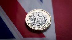 Libra esterlina sobre la bandera de Reino Unido (Foto: Getty)