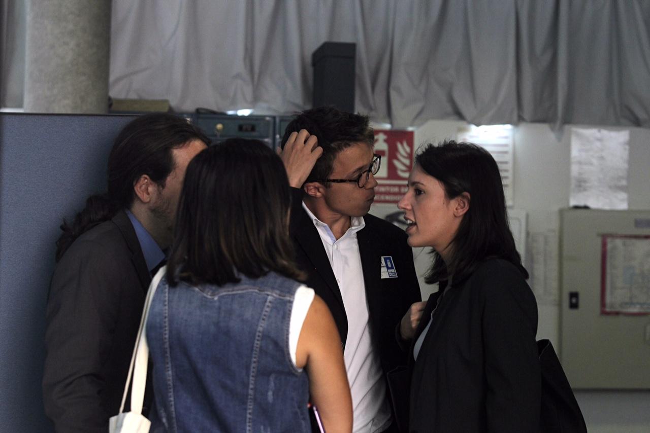 Iglesias, Errejón y Montero en la Asamblea de Madrid. (Foto: Francisco Toledo)