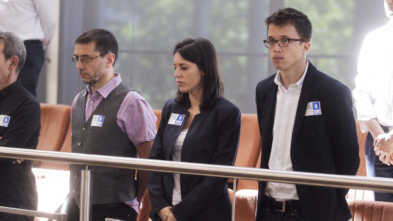 Monedero, Irene Montero y Errejón en la Asamblea de Madrid. (Foto: Francisco Toledo)