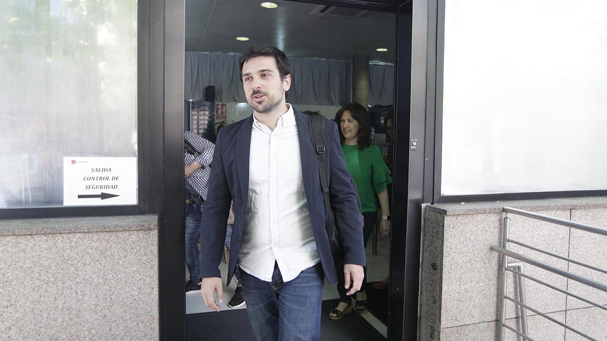 Ramón Espinar en la Asamblea de Madrid. (Foto: Francisco Toledo)