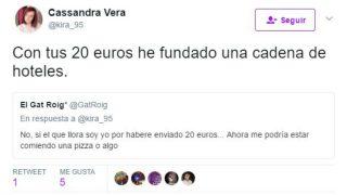 Mensaje en el que la tuitera Cassandra Vera se burla de quienes le hicieron donaciones para pagar el juicio.