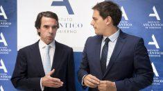 José María Aznar y Albert Rivera. (Foto: EFE)
