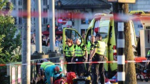 Atención médica a los heridos en Ámsterdam.