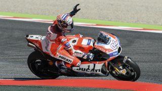 Andrea Dovizioso celebra su triunfo en Montmeló. (AFP)