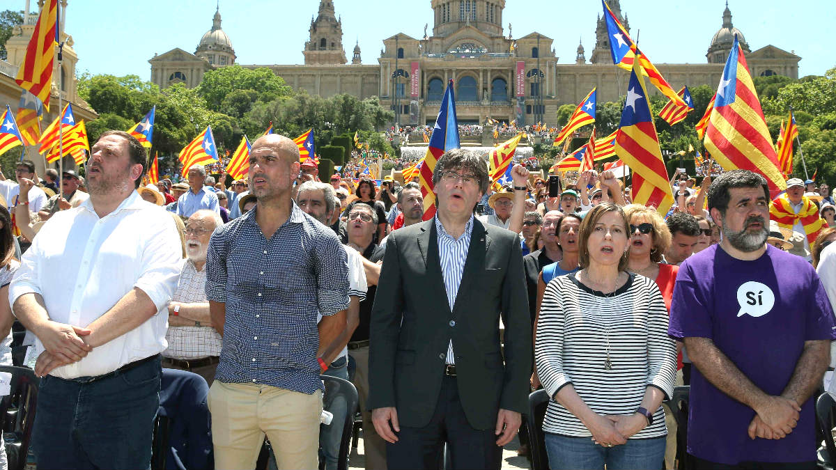 Junqueras, Guardiola, Puigdemont, Forcadell y el presidente de la ANC, Jordi Sánchez. (Foto: EFE)
