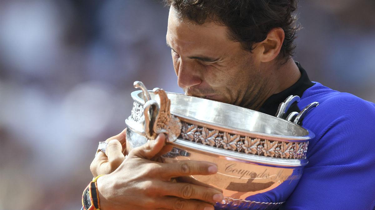 Nadal besa su décima Copa de Roland Garros. (Foto: AFP)