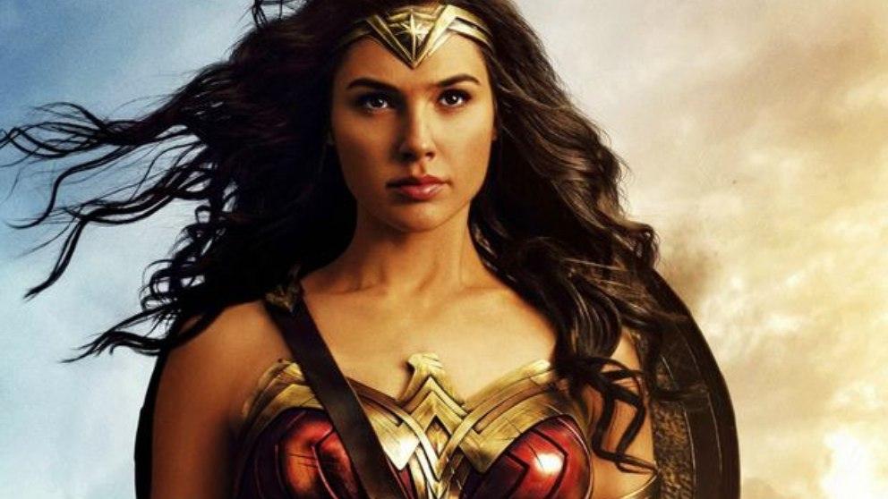 La Amazona de DC Comics ha tenido relaciones tanto con hombres como con mujeres.