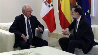 Pedro Pablo Kuczynski, presidente de Perú, con Mariano Rajoy en Moncloa. (EFE)