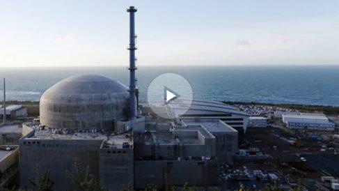 Una foto muestra la central nuclear francesa de Flamanville en noviembre de 2015. Foto: AFP