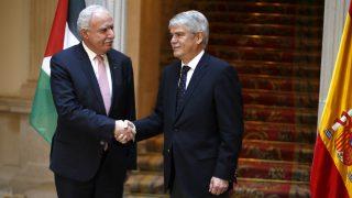 El ministro de Exteriores palestino, Riad al Maliki, y su homólogo español, Alfonso Dastis. (EFE)