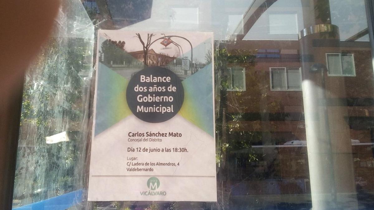 Cartel de Ahora Vicálvaro que incumple las ordenanzas municipales. (Foto: TW)