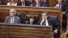 Mariano Rajoy, Soraya Sáenz de Santamaría y Alfonso Dastis en el Congreso de los Diputados. (Foto: Francisco Toledo)