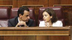 Fernando Martínez-Maíllo y Soraya Sáenz de Santamaría. (Foto: EFE)