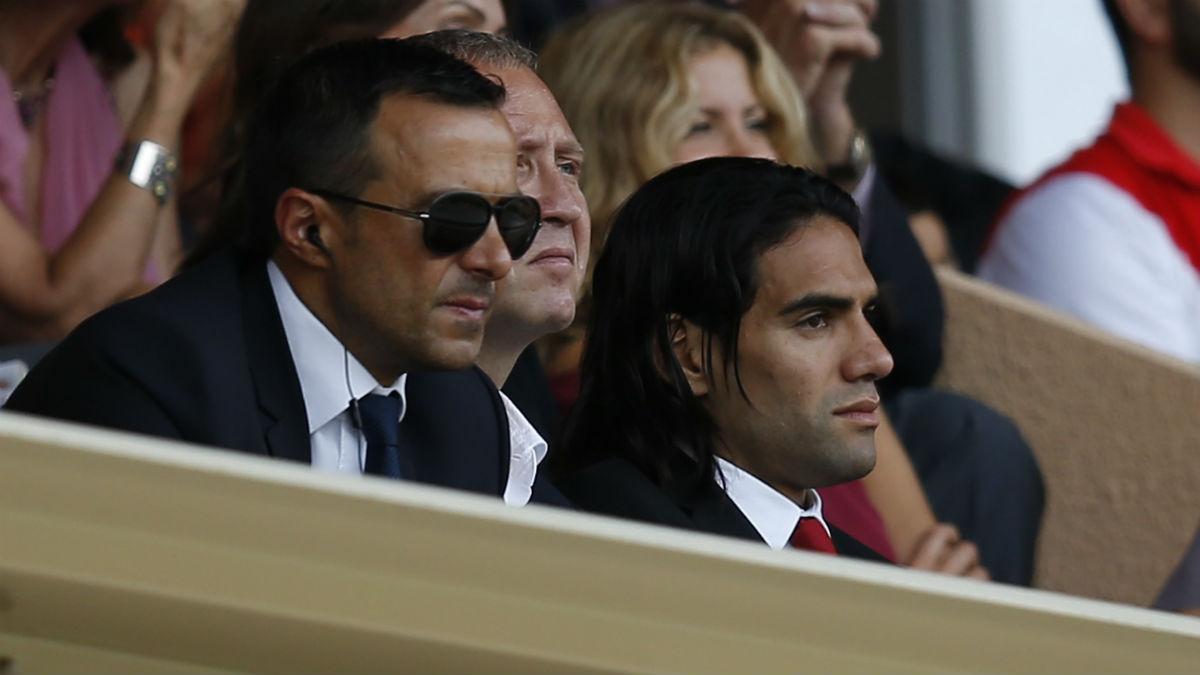 Jorge Mendes y Radamel Falcao. (AFP)