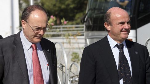 Luis María Linde y Luis de Guindos en una fotografía de archivo (Foto: EFE)