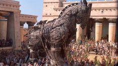 El caballo de Troya estaba construido con la madera de los barcos griegos