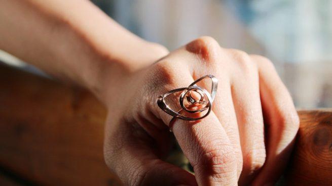 2e84971f0fd3 Cómo hacer anillos de alambre de manera correcta paso a paso