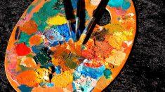 La paleta y el pincel: la mano del pintor en el lienzo del cuadro