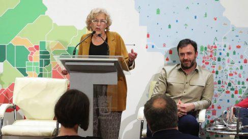 La alcaldesa Carmena con el concejal de Asociaciones, Nacho Murgui. (Foto: Madrid)