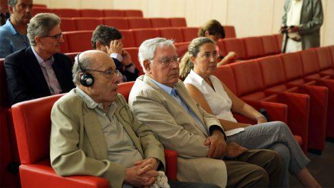 Félix Millet (i), Jordi Montulll (2d), su hija, Gemma Montull (d), Pedro Buenaventura (i-detrás) y Daniel Osàcar. (Foto: EFE)