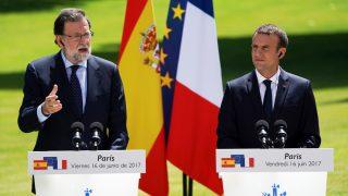 Mariano Rajoy y Emmanuel Macron. (Foto: AFP)