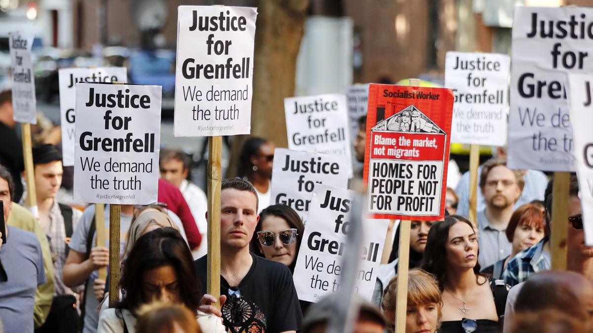 Protestas junto al edificio Grenfell en Londres (Foto: AFP)