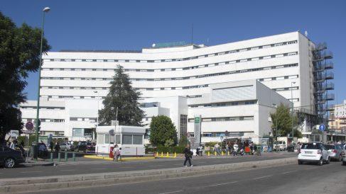 Hospital Virgen Macarena donde fueron llevados tras la pelea.