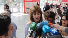 Idoia Mencia atiende a los medios. (Foto: Francisco Toledo)
