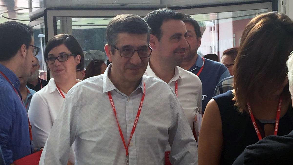 Patxi López llega al 39 Congreso del PSOE. (Foto: OKDIARIO)