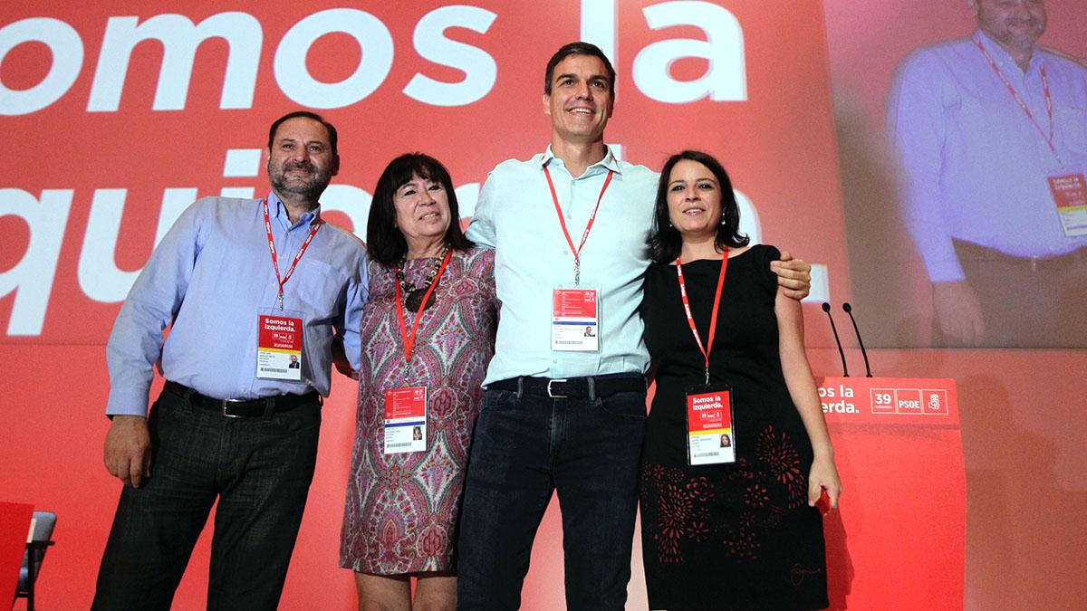 Ábalos, Narbona, Sánchez y Lastra, en el 39 Congreso del PSOE. (Foto: Francisco Toledo)