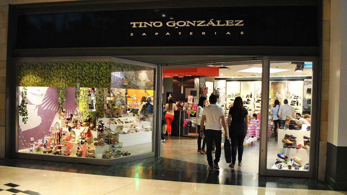 Una de las zapaterías de Tino González (Foto. Facebook)
