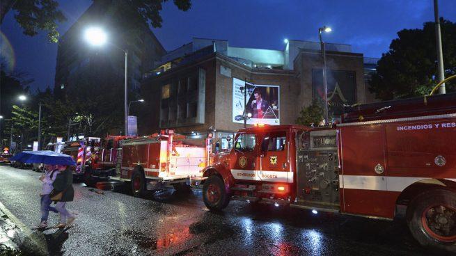 Resultado de imagen de Tres muertos y nueve heridos en un atentado en un centro comercial de Bogotá