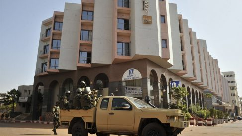 El hotel que ha sufrido el ataque terrorista en Malí (Foto: AFP)