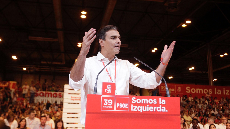 Pedro Sánchez jalea a los socialistas en la clausura del 39 Congreso del PSOE. (Foto: Francisco Toledo)