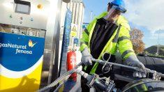 Repostando un coche de gas natural (Foto: Gas Natural)