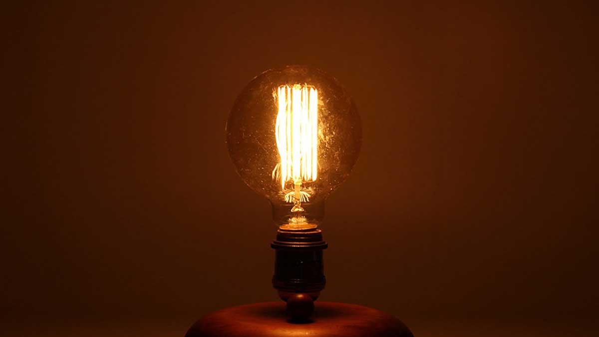 La bombilla incandescente fue la primera en ser utilizada en los hogares