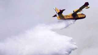 Avión de extinción de incendios tipo Canadair.