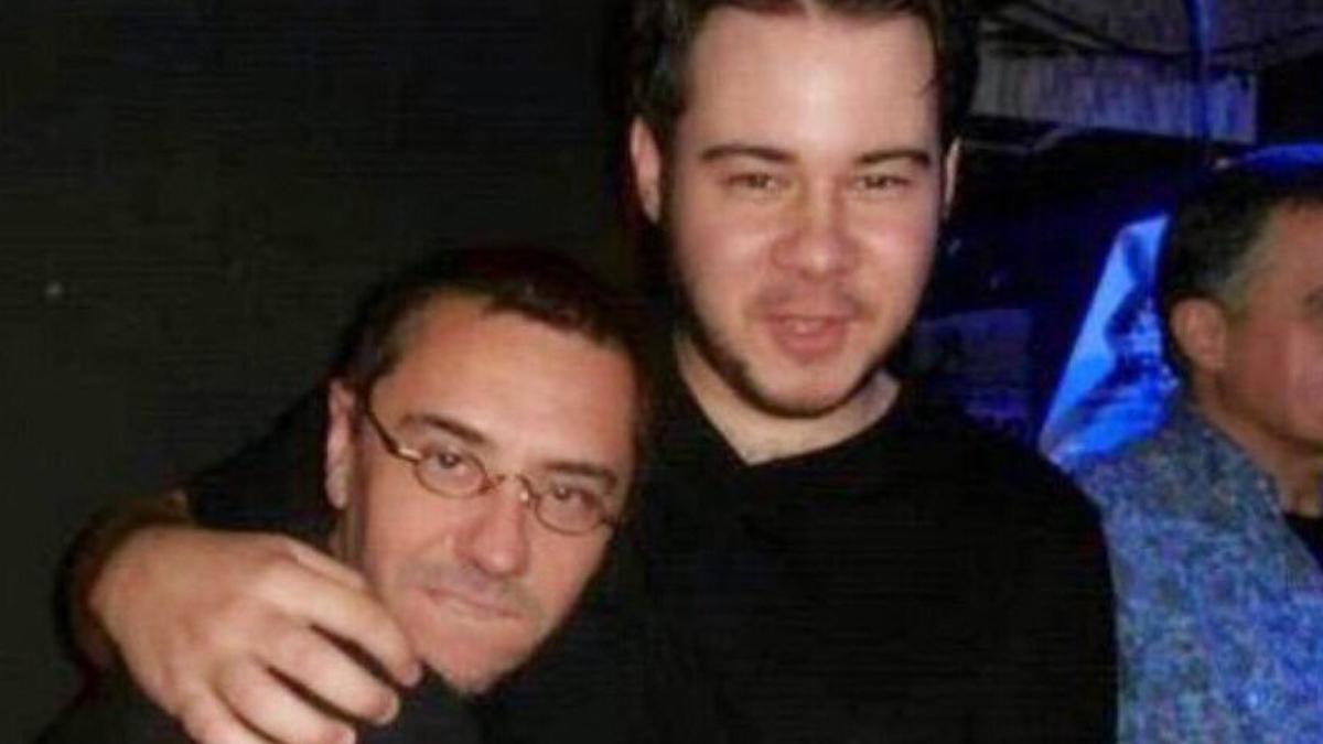 El fundador de Podemos Juan Carlos Monedero junto al rapero Pablo Hasel.