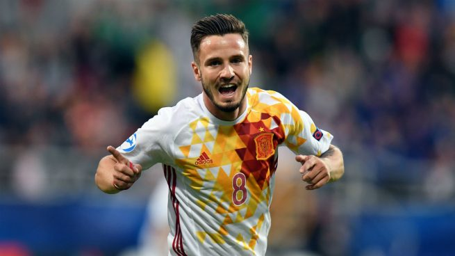 España sufre, se exhibe y se clasifica para semifinales (1-3)