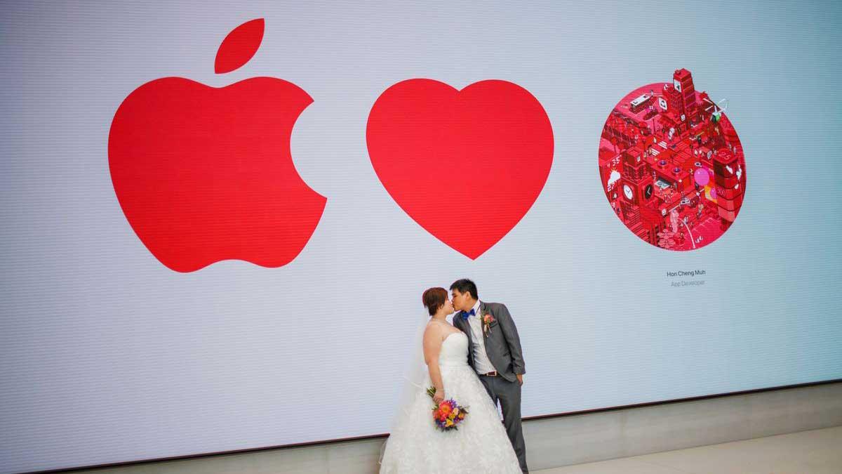 Con Apple como testigo del encuentro