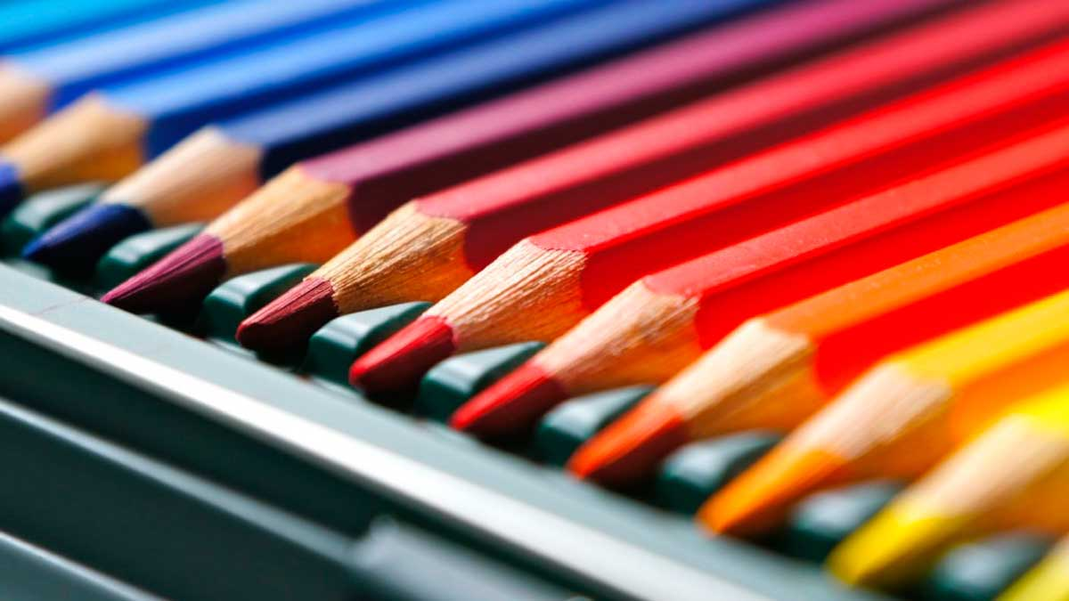 Algunos de los colores que vienen en una caja de lapiceros Alpino