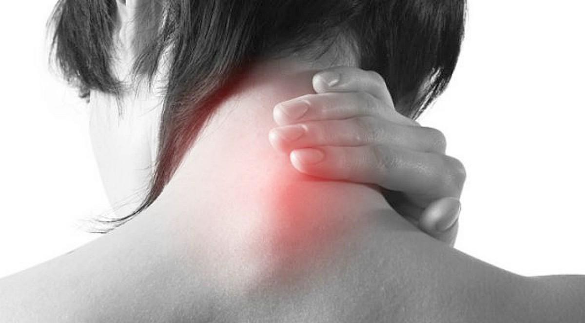¿Sufres de tortícolis? Te enseñamos cómo aliviarla