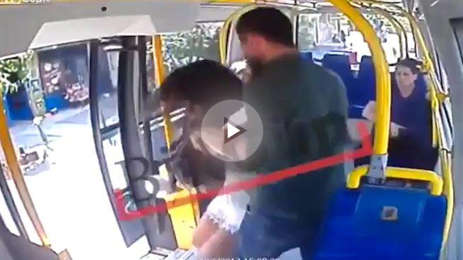Una mujer es atacada en un autobús en Estambul por llevar pantalones cortos durante el Ramadán