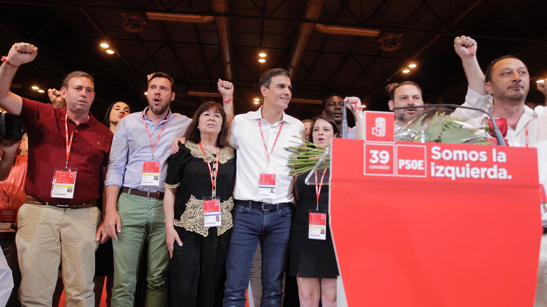 Pedro Sánchez y su equipo. (Foto: Francisco Toledo)