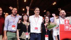 Sánchez y los suyos levantando el puño. (Foto: Francisco Toledo)