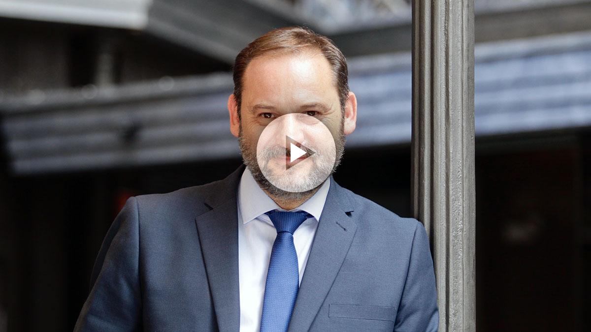 José Luis Ábalos, secretario de Organización del PSOE, en la entrevista con OKDIARIO. (Foto y Vídeo: Francisco Toledo)