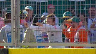 Alonso, tras romper el motor en Azebaiyán. (MOVISTAR TV)